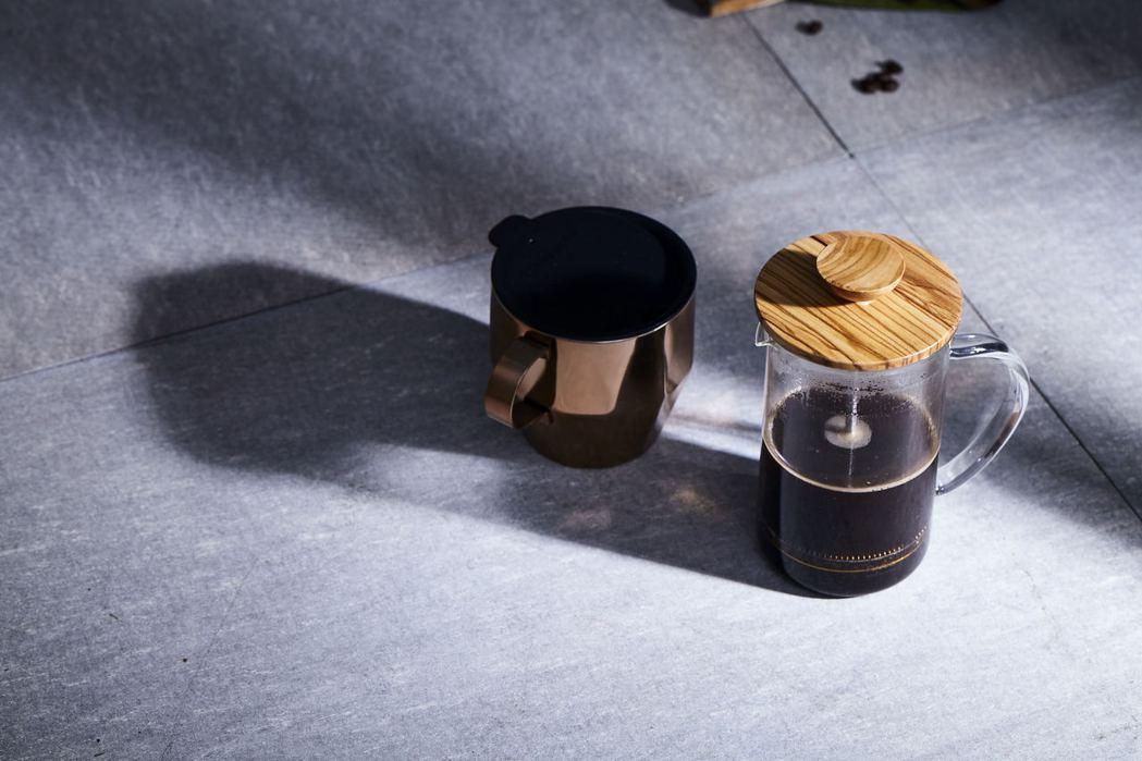 只需備有簡單器具便可輕鬆在家享受品咖啡的樂趣。圖/統一星巴克提供