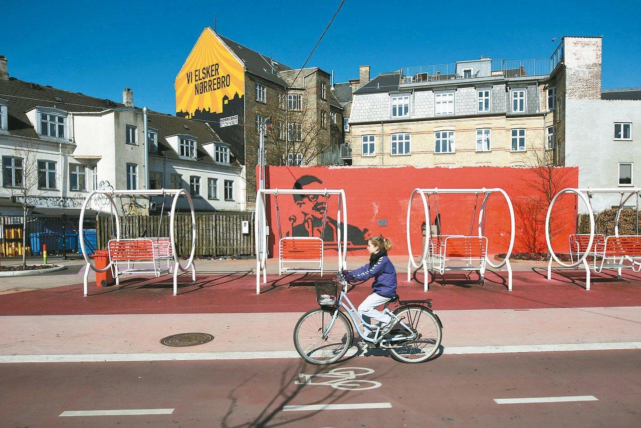 在哥本哈根,自行車比汽車受歡迎。圖為哥本哈根自行車專用道。 路透