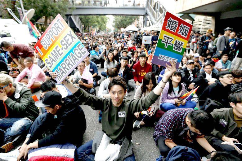 同性婚姻立法爭議的本質不是藍綠,不是民粹,不是階級,而是世代意識。 圖/歐新社