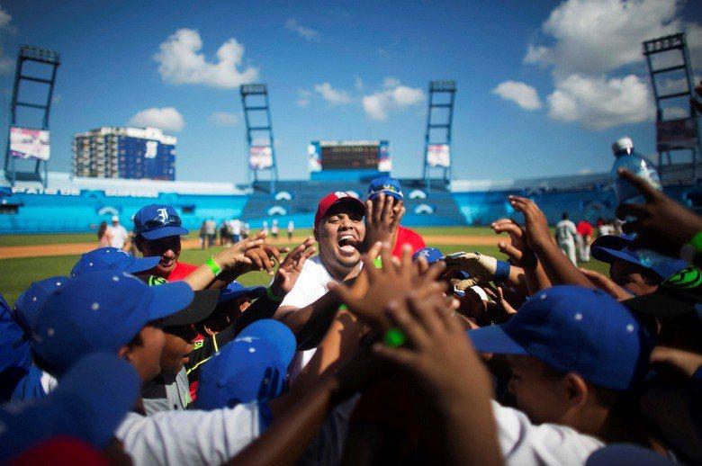 古巴球員是為了地方與國家榮譽而打球,除享有全民社會福利照顧之外,只有10-15美...