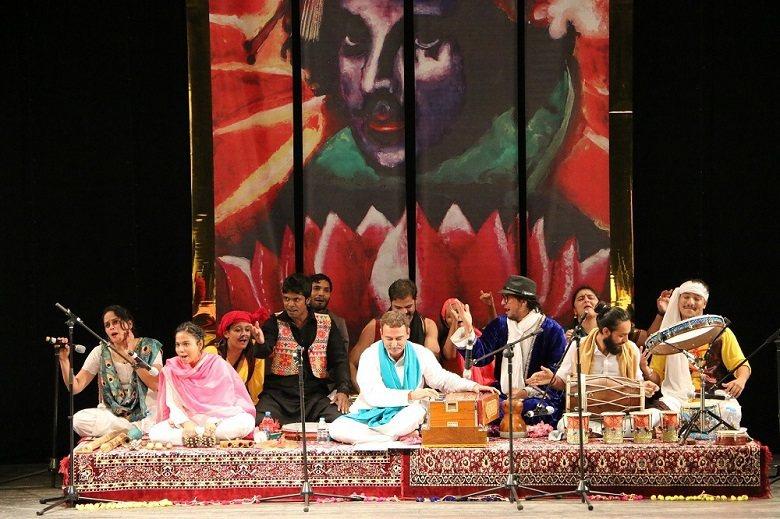 莎士比亞隨著大英帝國傳入印度,亦留下深遠影響。圖為印度團體劇場演出《第十二夜》,...