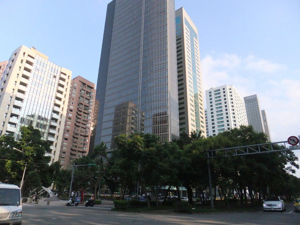 房市景氣差,大咖投資人先前買的預售屋慘遭套牢。記者游智文/攝影