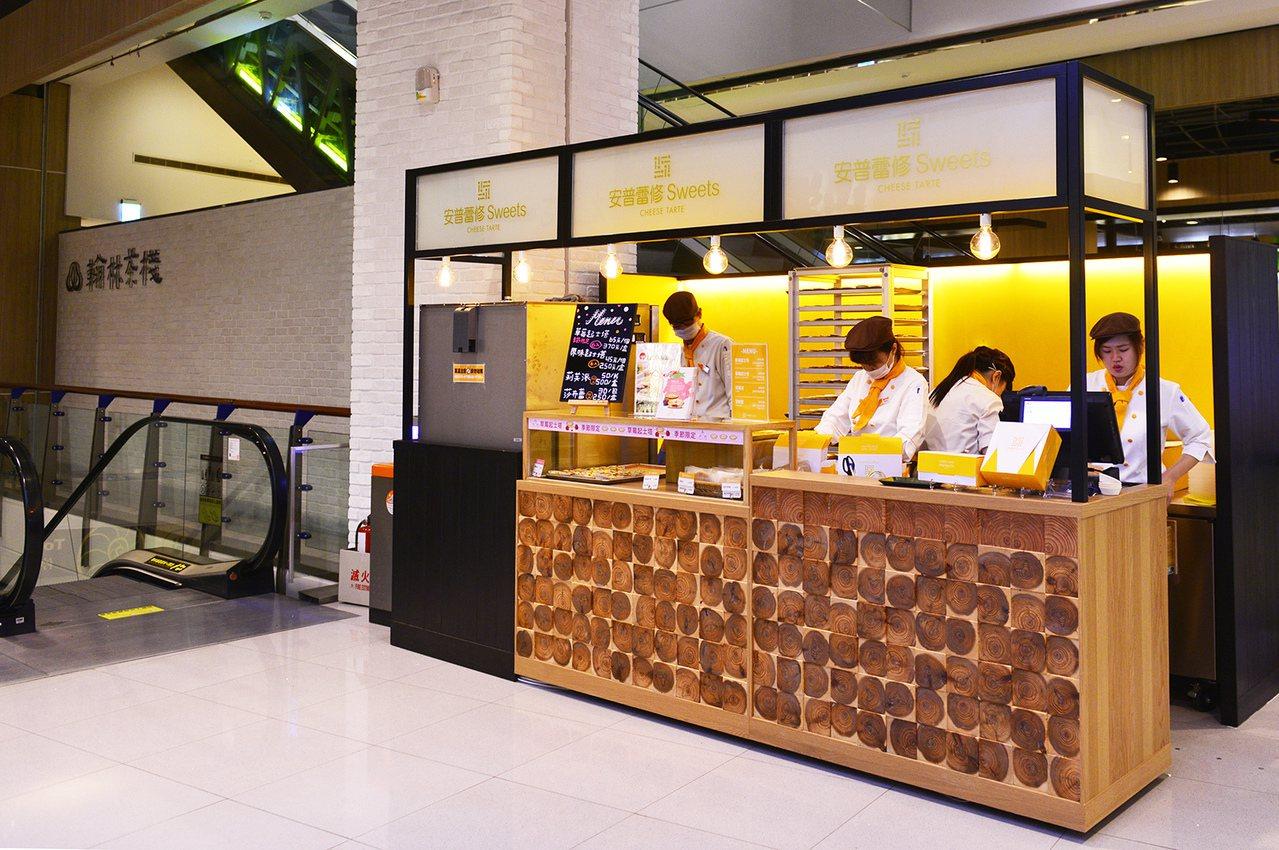 「安普蕾修」在中壢大江國際購物中心的快閃店,營業期間從12月1日至明年1月2日。...