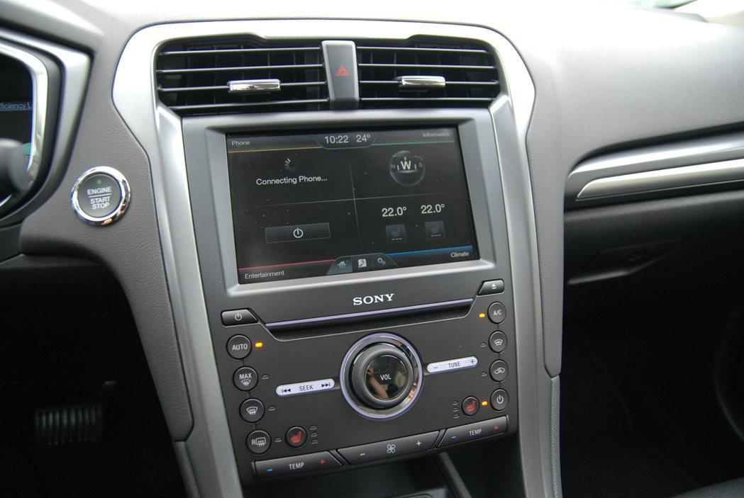 Mondeo Hybrid 採 8 吋 Sync 影音娛樂系統。 記者林鼎智/攝影