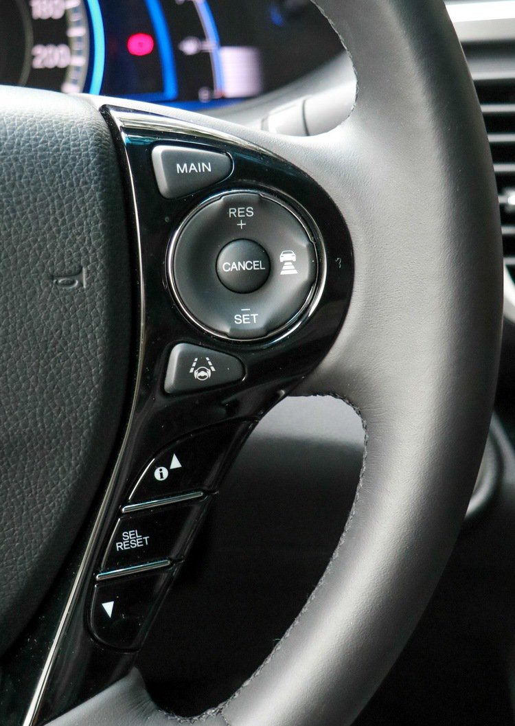 Accord Hybrid方向盤右方的定速巡航及ACC配置。 記者史榮恩/攝影