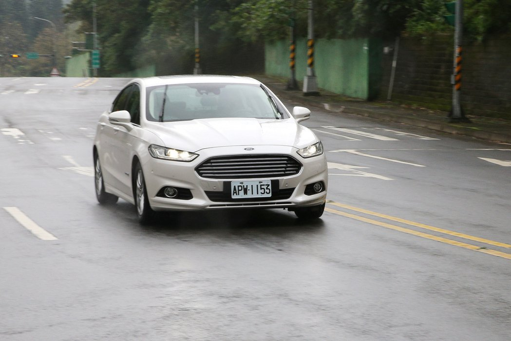 Ford Mondeo Hybrid。記者蘇健忠/攝影