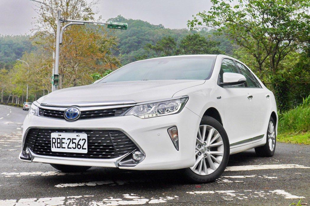 已經停產的國產Toyota Camry Hybrid。 記者陳威任/攝影