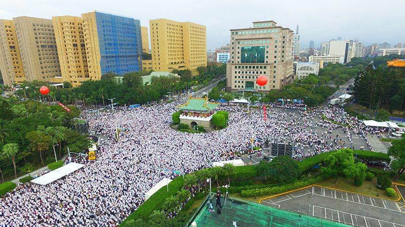 下一代幸福聯盟發起的1203反同婚大遊行,在台北場的凱道救預計有7萬民眾站上街頭...
