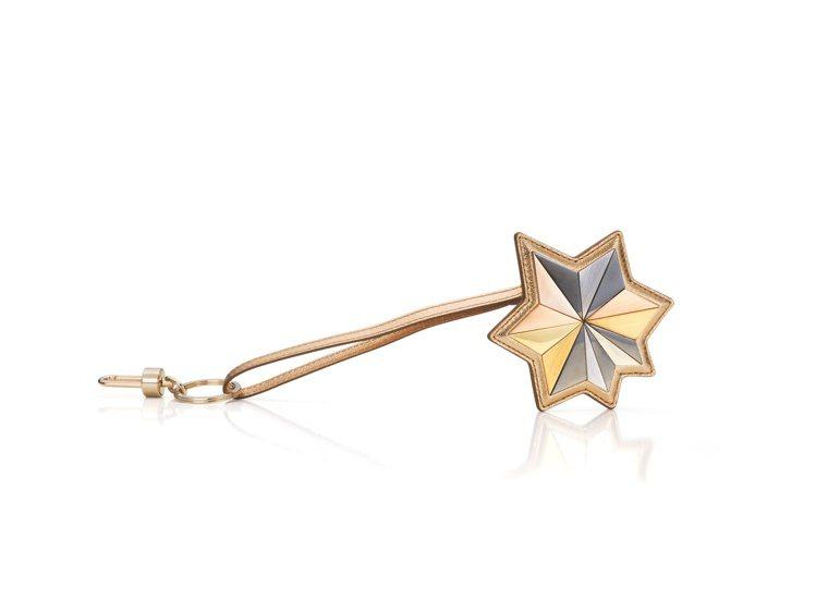 Charms星塵系列金色牛皮吊飾,售價22,000元。圖/DELVAUX提供