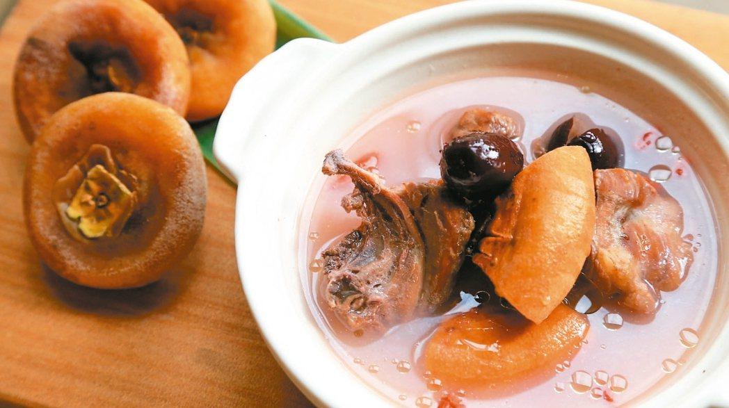 紅棗柿餅燉雞湯