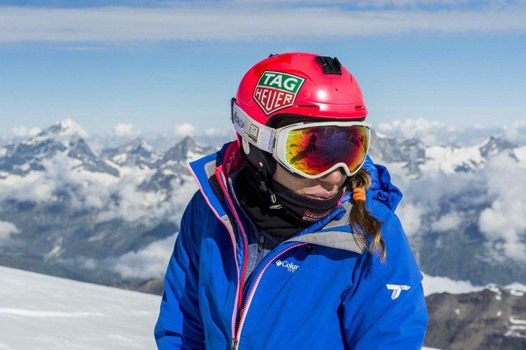 知名滑翔女飛人Géraldine Fasnacht受泰格豪雅表邀請,拍攝了她的心...