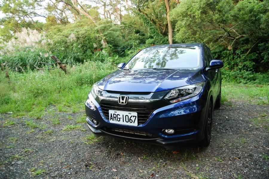 Honda HR-V 的車色會隨光影變化呈現不同的層次,相當特別。 記者林鼎智/...