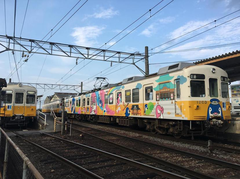 琴電也在週末安排了KotoChan列車(ことちゃんひゃく号),除了列車外裝為家族...