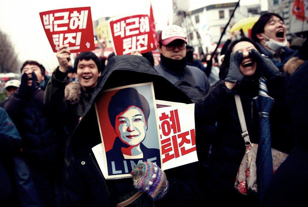 一旦示威遊行變成節慶,政治活動變成文化運動時,主權者就得特別擔心了。 圖/路透社