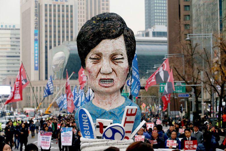 朴槿惠接連三次道歉皆未正面回應是否請辭下台,更加引發韓國社會不滿。 圖/路透社