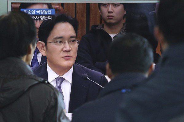 朴槿惠閨密醜聞 南韓財閥大咖首聚聽證