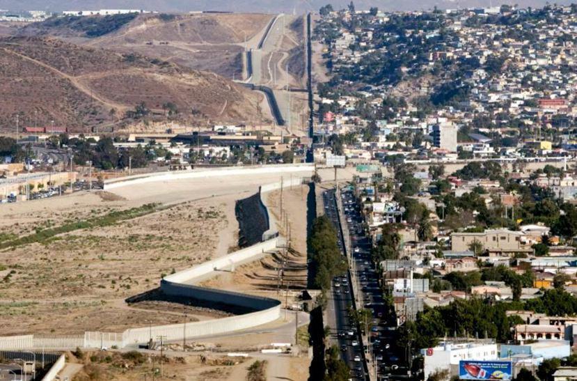 加州聖地牙哥接壤墨西哥的邊界,一直存在三層圍牆。 圖/路透社