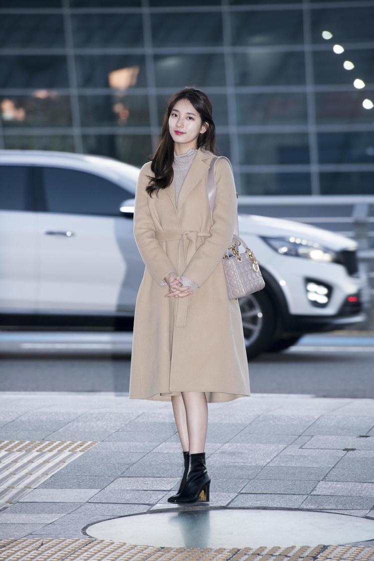 韓國女團Miss A超人氣的秀智,搶先背上Dior 早春新色的Lady Dior...
