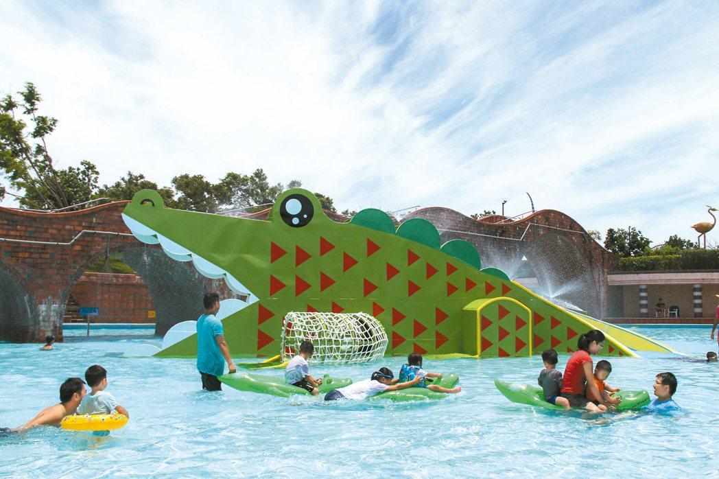 圖為去年宜蘭童玩節鱷魚滑水道。 圖/宜蘭縣文化局提供