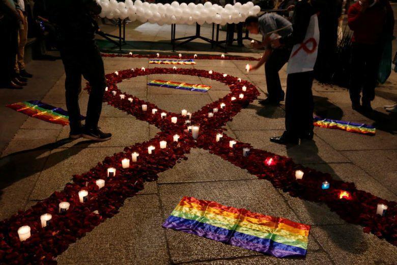 愛滋患者多為同性戀是刻板印象,2013年疾管署即指出,該年愛滋病發病者豬中,異性戀者佔四成,高過了男同性戀者的三成。 圖/路透社