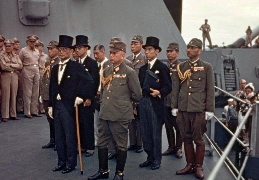 降伏文書:日本帝國於1945年9月2日在美國海軍戰列艦密蘇里號(USS Miss...