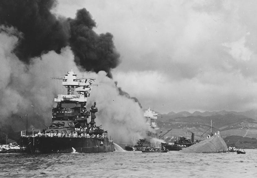 科羅拉多級戰艦的馬利蘭號(USS Maryland),在珍珠港事變中被兩顆炸彈穿...