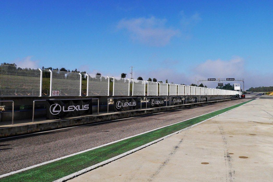 這次試駕特別安排在西班牙南部的CIRCUITO Monteblanco賽道進行體驗。 記者陳威任/攝影