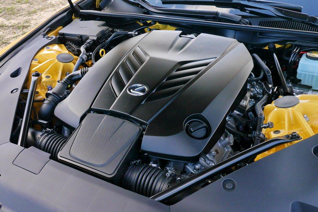 LC 500配備一具與RC F及GS F相同的5.0升V8自然進氣引擎,最大動力...