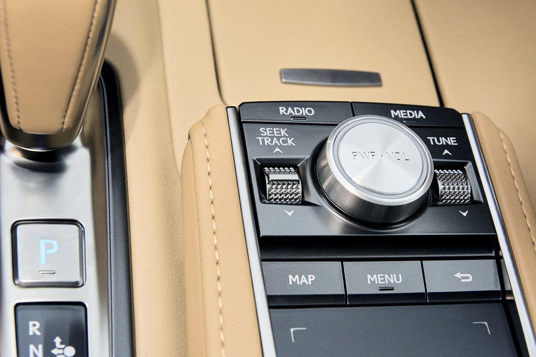 全新內裝配色Ochre shades。 圖/Lexus提供