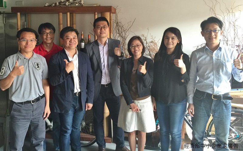A+計畫的創業導師--沛星互動科技策略合作夥伴負責人林平康(右一)曾與康利投資公...