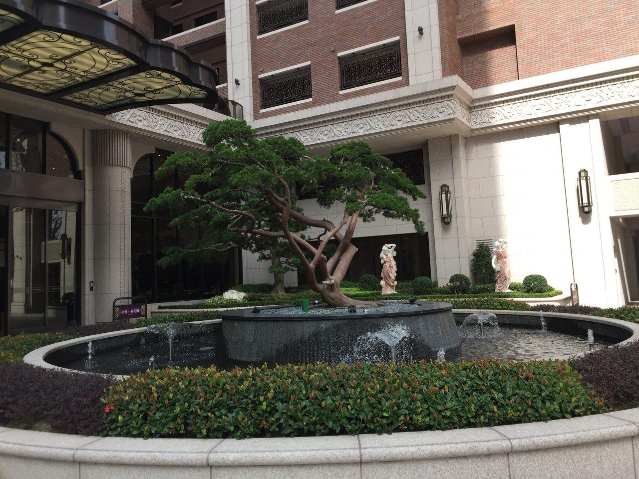 中悅一品花園為滿足生育率高的竹科人需求,規劃為寬廣的中庭環境,供小孩玩耍。記者李...