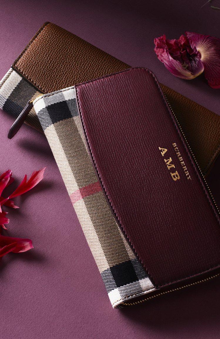 House格紋皮革環繞式拉鍊皮夾也是品牌推薦的耶誕賀禮之一。圖/BURBERRY...