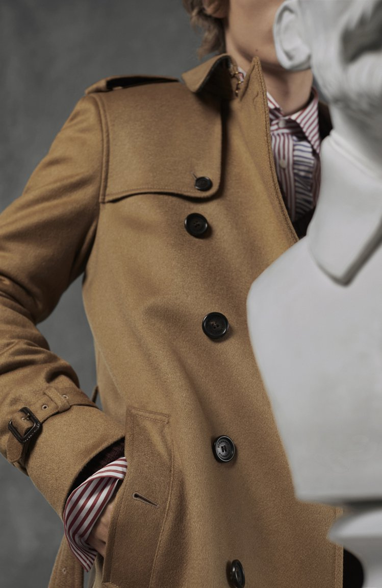 BURBERRY喀什米爾風衣以面料精緻、剪裁經典聞名。圖/BURBERRY提供