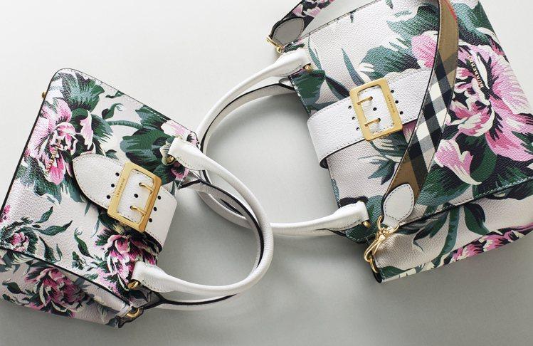 耶誕賀禮包款系列的塗鴉款式中,有搶眼的牡丹玫瑰印花皮革包 。圖/BURBERRY...