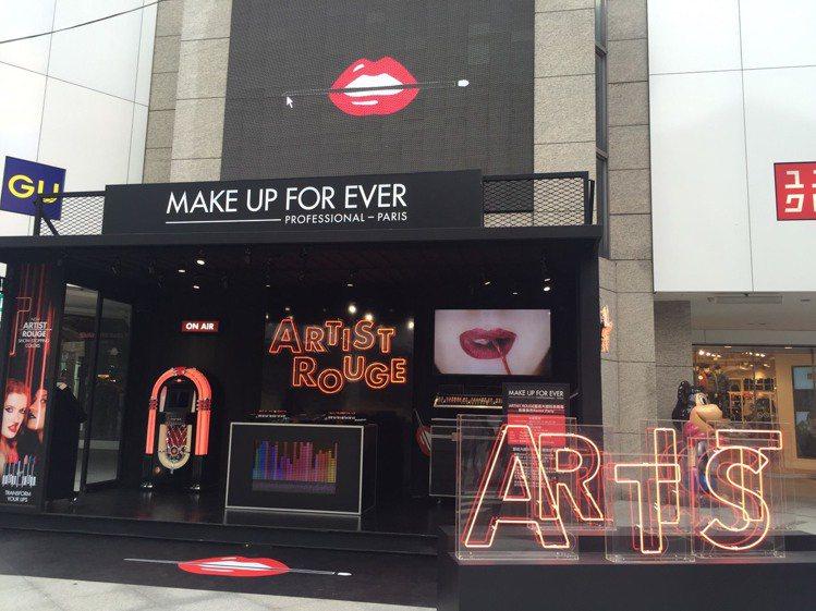 MAKE UP FOR EVER於台北東區街頭打造首座快閃夜店。圖/MAKE U...