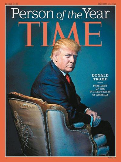 川普七日被時代雜誌評選為年度風雲人物,這張照片是川普今年十一月底在紐約川普大樓接...