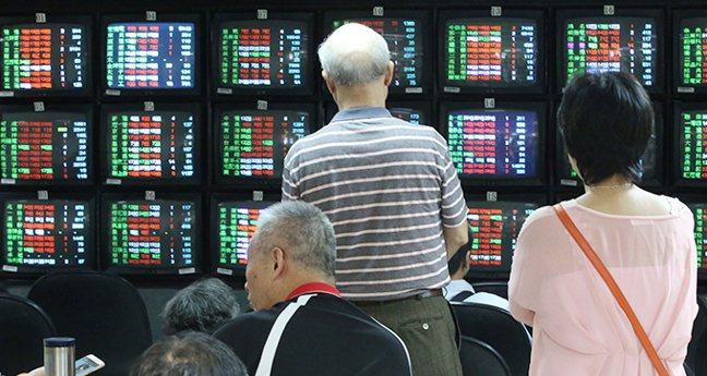 金管會證期局表示,證交所已提出盤中零股交易初步規劃,預計在逐筆交易順利上線後推動...
