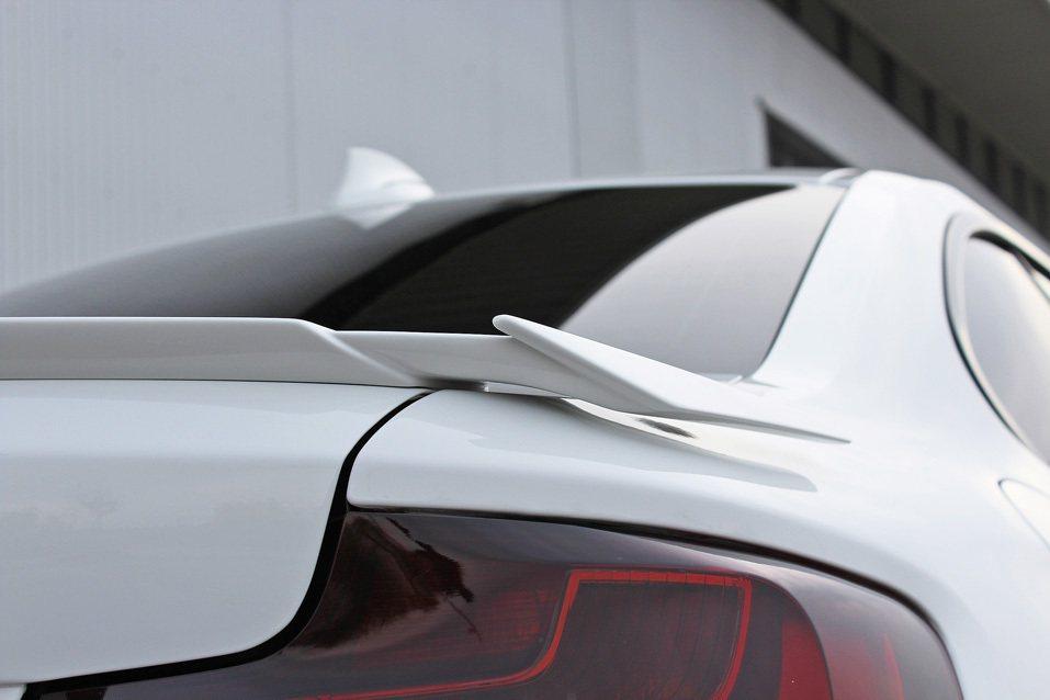 車尾的尾翼將當精巧。 摘自 Hamann