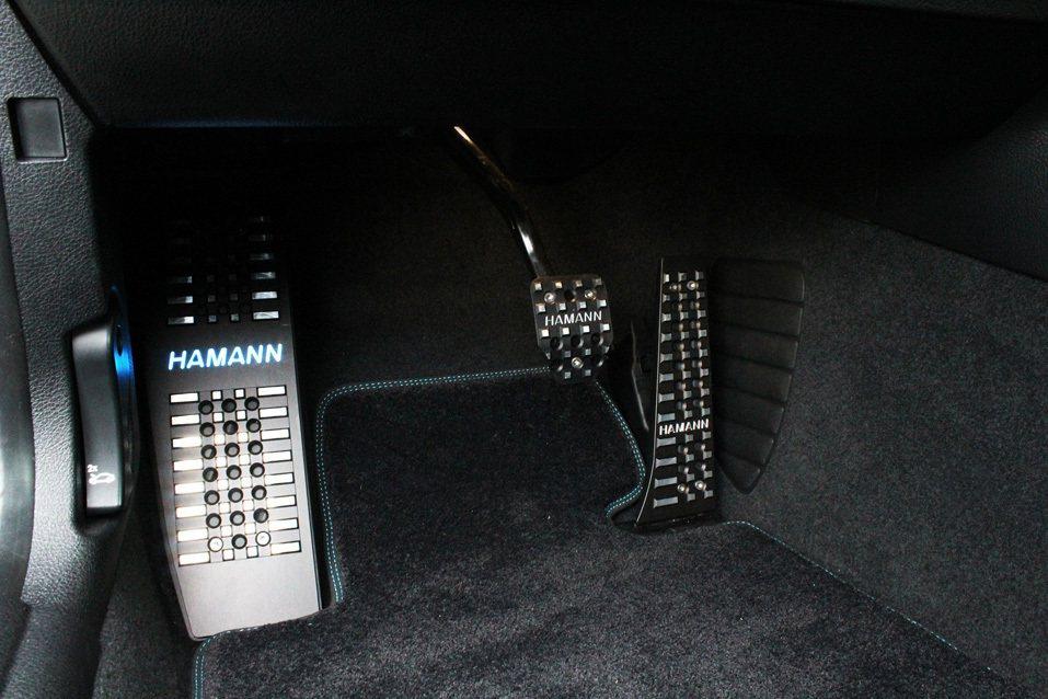 Hamann 字樣鋁合金踏板。 摘自 Hamann