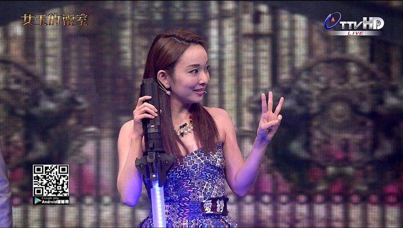 女星愛紗在節目中所持的光劍,正是宏威錡代客列印的產品。 宏威錡/提供