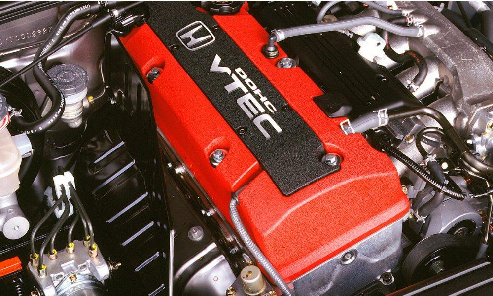 Honda S2000 採用 2.2 升直四 NA 引擎(原廠代碼:F22C1)...