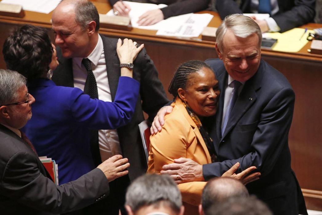 2013年4月23日,被稱為「托比拉法」的同婚法案在國會過關,而力撐平權的時任司...