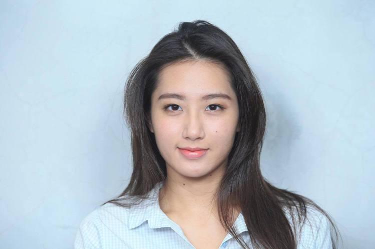 全智賢美人魚妝的重點在於漸層式自然平眉與下垂式眼線。記者陳瑞源/攝影