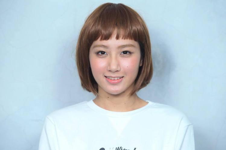 李聖經式的超短空氣感瀏海搭配韓式經典一字眉,展現俏皮可愛妝感。圖/記者陳瑞源攝影
