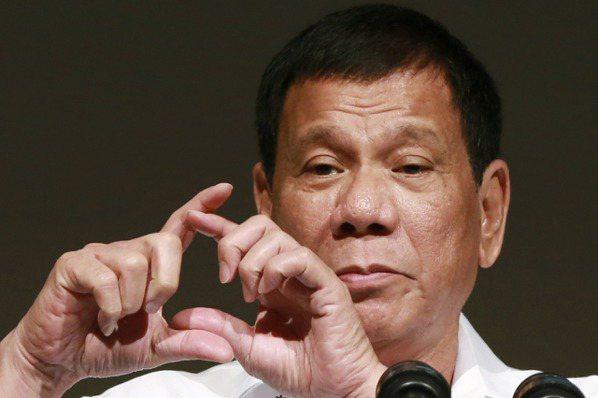 東西方川普夾擊 菲律賓外包公司挫著等