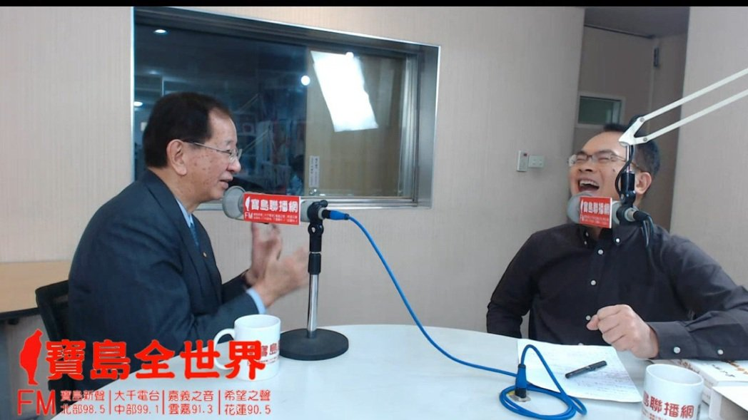 李遠哲(左)到《寶島聯播網》接受鄭弘儀專訪。圖/寶島聯播網提供