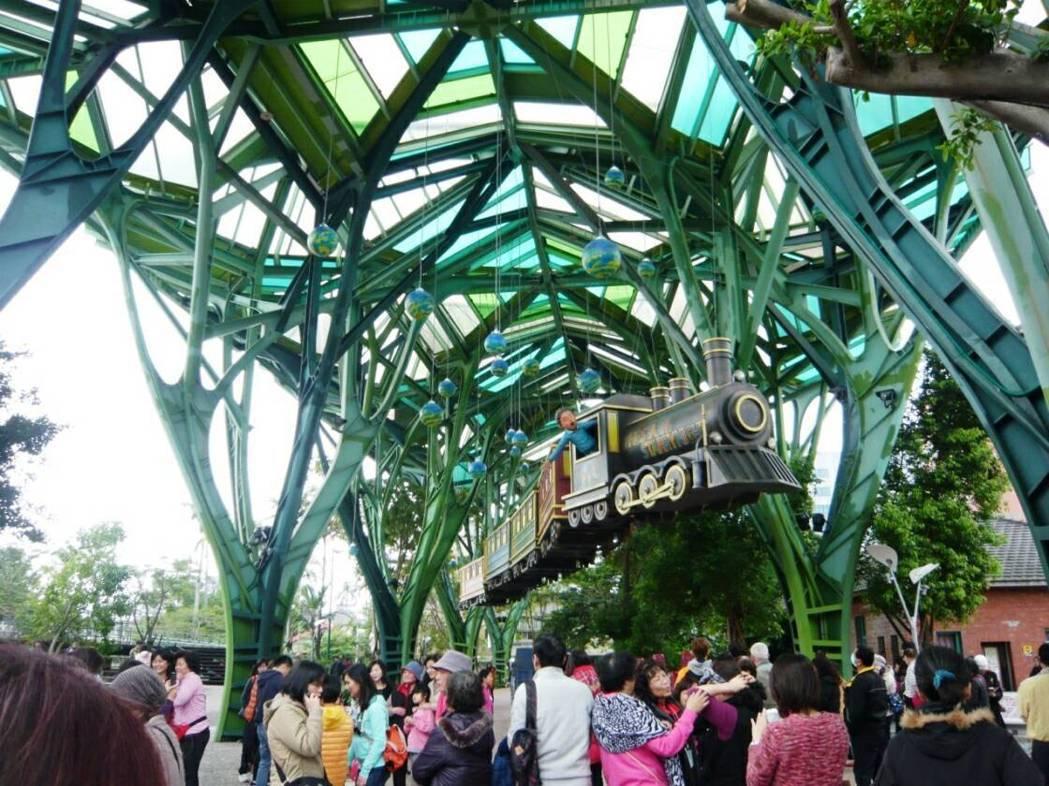 台鐵局公布明年春季(1-4月)郵輪式列車旅遊行程。照片提供/台鐵局