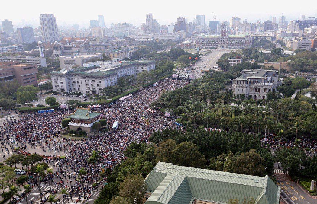婚姻平權音樂會下午在凱道舉行,主辦單位預計會有數萬人走上凱道。記者林伯東/攝影