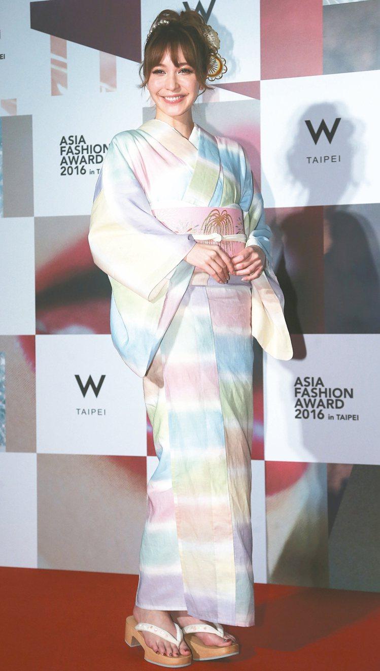 日本名模藤井LENA穿和服現身。 記者黃威彬/攝影