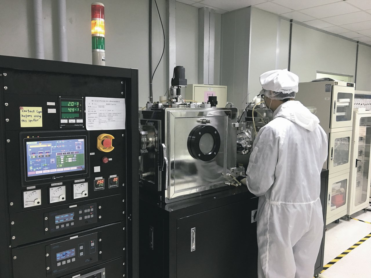機光科技公司推動鈣鈦礦有機太陽能電池與材料開發計畫,歷經7年研發投入,成功研發出...
